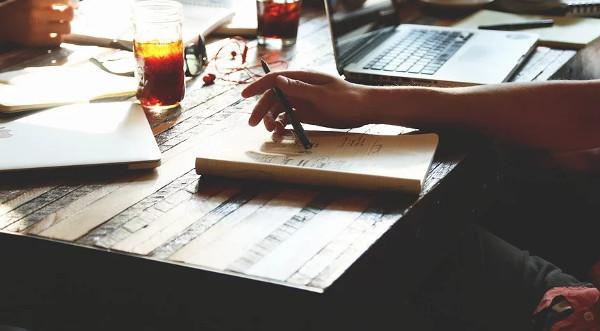 8 hacks SEO faciles et rapides pour les startups