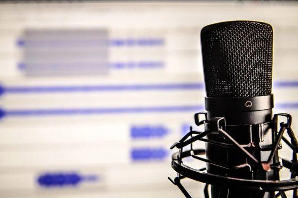 Réussir dans le métier de la voix-off masculine